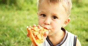Már sül a pizza a grillben!